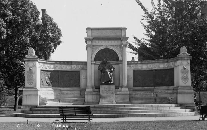 Hahnemann statue, ca. 1909-1923. (Library of Congress | Public domain)